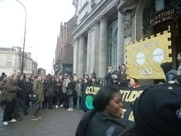 28/01/14: Led by UCU and SU officers, staff and students gathered outside Deptford Town Hall